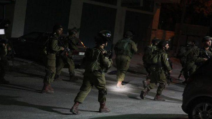 اعتقال (14) مواطنًا من الضفة