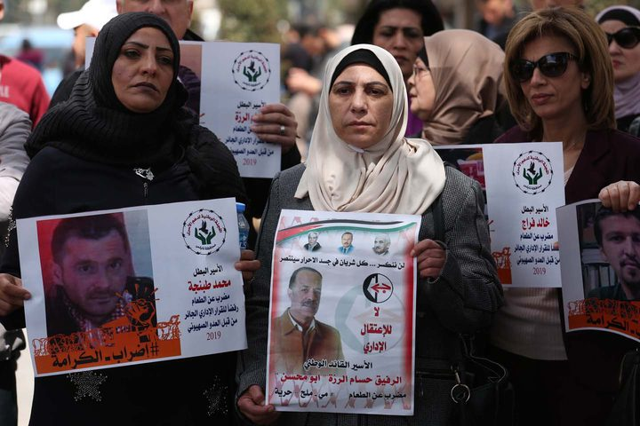 وقفة تضامنية دعما للأسرى المضربين في رام الله