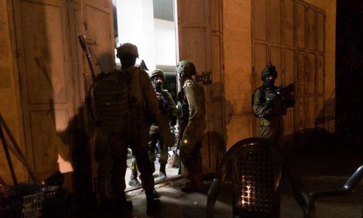 حملة اعتقالات بالضفة طالت (22) مواطنًا