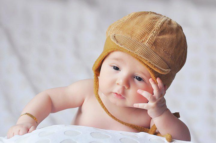 خطر تقديم الماء للمولود حقيقة أم خرافة؟