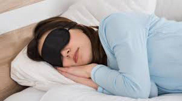 """دراسة تكشف """"من ينام أكثر"""" الرجال أم النساء"""