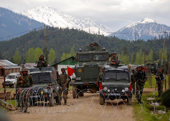 باكستان تطرد السفير الهندي في تصعيد جديد لأزمة كشمير