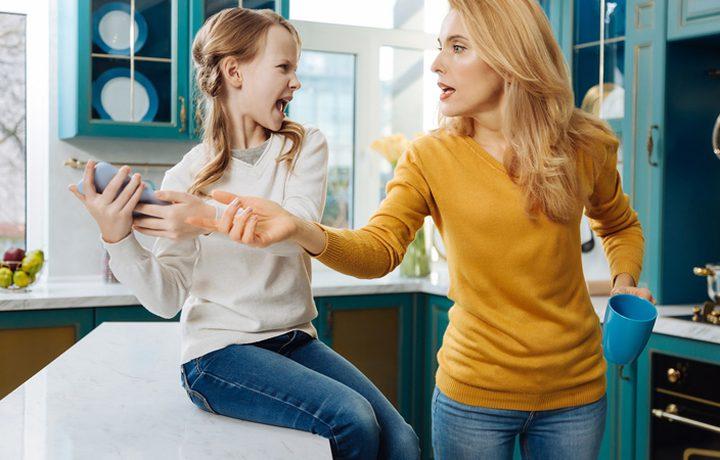 أسباب تدفعك للغضب على أطفالك