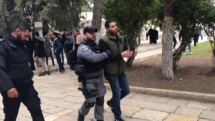 قوات الاحتلال تعتقل موظفًا في المسجد الأقصى