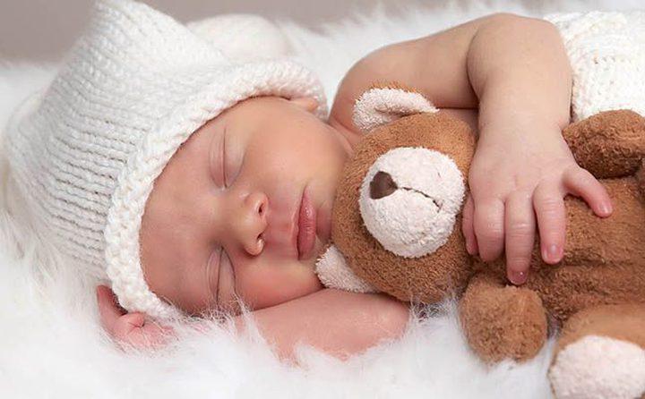 نوم الرضيع وكيفية حساب ساعاته