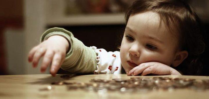كيف تعلمين طفلك إدخار المال؟