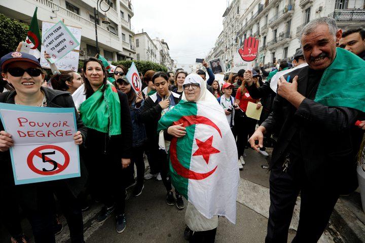 تظاهرات جزائرية للمطالبة برحيل رموز نظام بوتفليقة