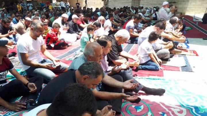 المقدسييون يؤدون صلاة الجمعة في واد الحمص