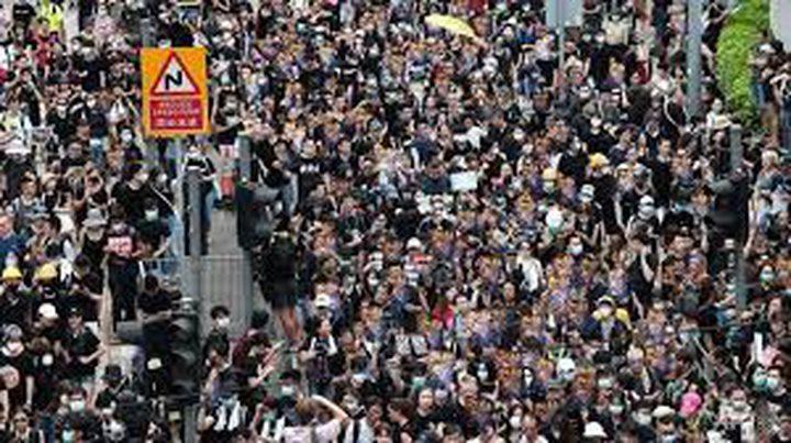 الآلاف يعتصمون في مطار هونغ كونغ