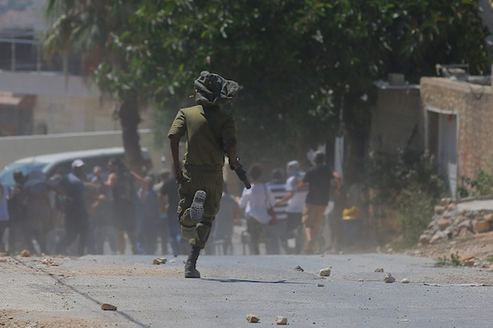 اشتباكات مع متظاهرين مع قوات الاحتلال الإسرائيلية، يوم أمس الجمعة، في أعقاب احتجاج على مستوطنة قدوم القريبة في قرية كفر قدوم في الضفة الغربية .
