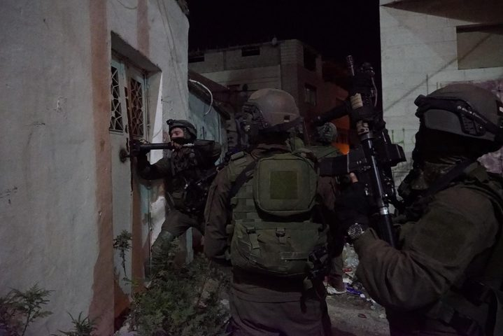 الاحتلال يعلن اعتقال ثلاثة نشطاء أجانب في الخليل