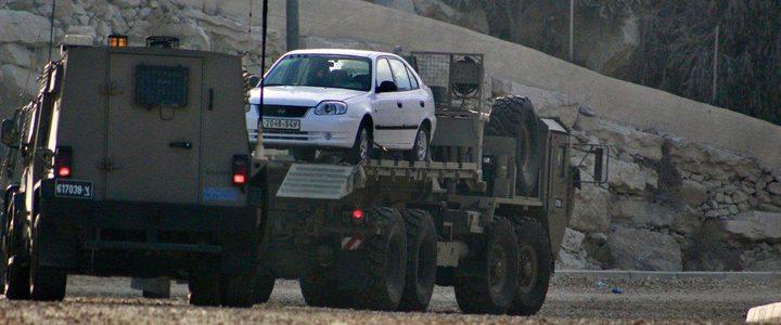 الاحتلال يعتقل مواطنين بينهم سيدة ويصادر مركبة في الخليل