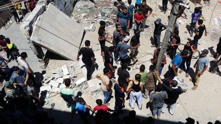 مصرع طفلة واصابات احداها خطيرة بانهيار سطح منزل شرق رفح