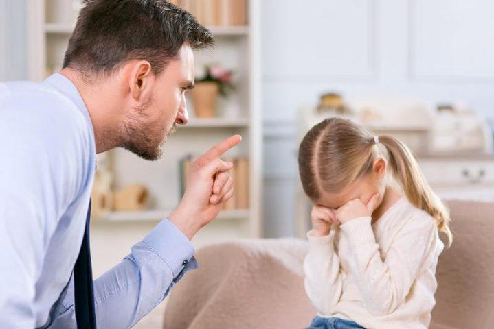 أخطاء يرتكبها الآباء في التربية