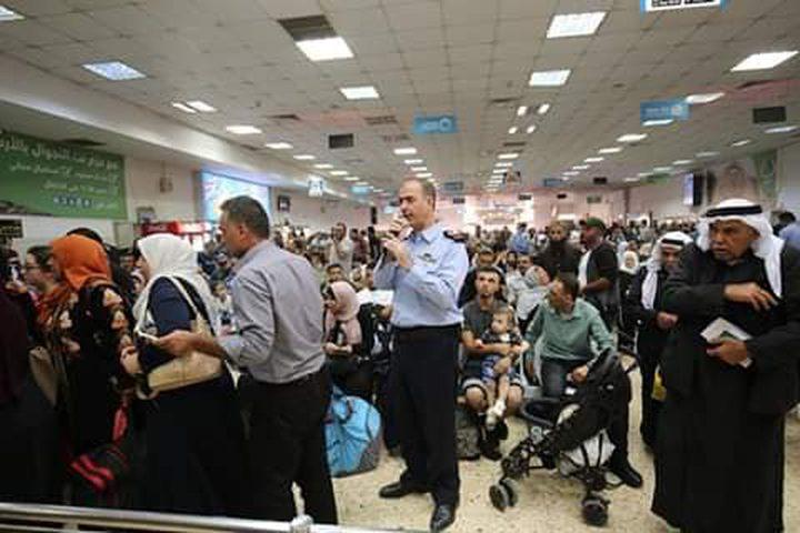 """في ثاني أيام العيد..  مغادرة 3500 مسافر عبر """"معبر الكرامة"""""""