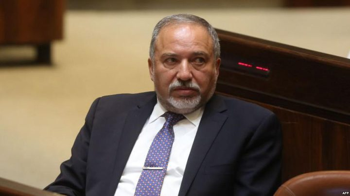 ليبرمان: نتنياهو يشتري الهدوء من حماس