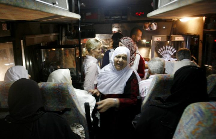 """الاحتلال يسمح لأهالي أسرى من غزة بزيارة أبنائهم في سجن """"إيشل"""""""