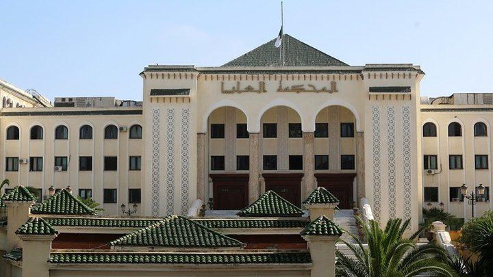 السلطات الجزائرية توقف مسؤولين جزائريين بتهم فساد
