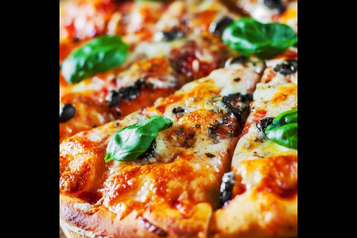بيتزا الأجبان بالفطر