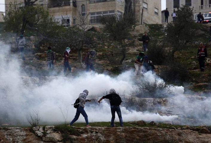 اصابات بالاختناق في مسيرة سلمية شرق رام الله