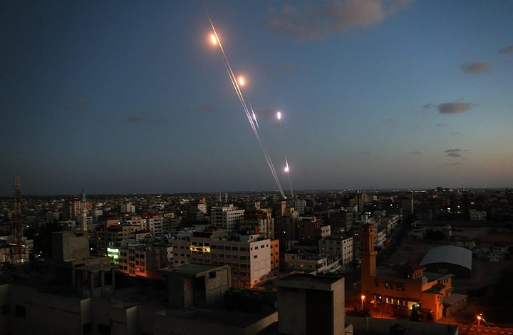 الاحتلال يزعُم اطلاق صاروخ من غزة والقبة الحديدية تتصدى له