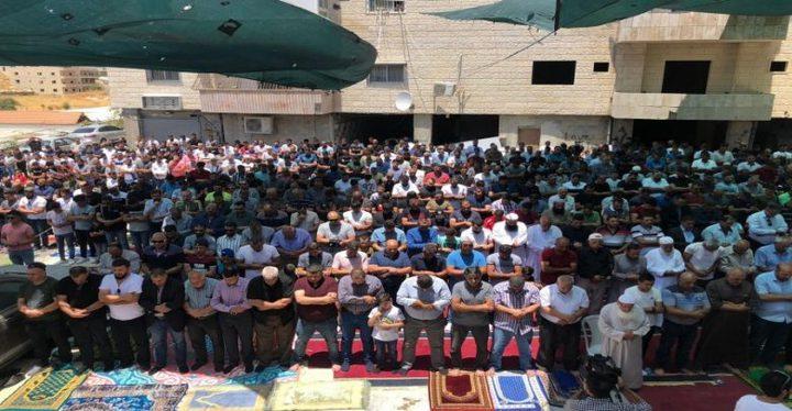 المقدسيون يؤدون صلاة الجمعة في واد الحمص