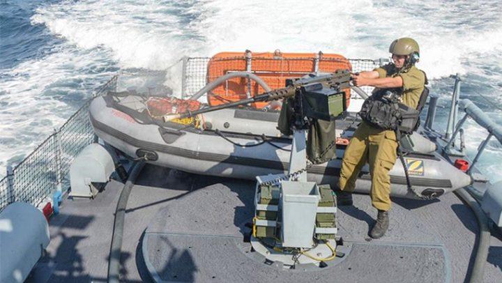 """الاحتلال يواصل استهداف الصيادين بـ""""النار"""" في عرض البحر"""