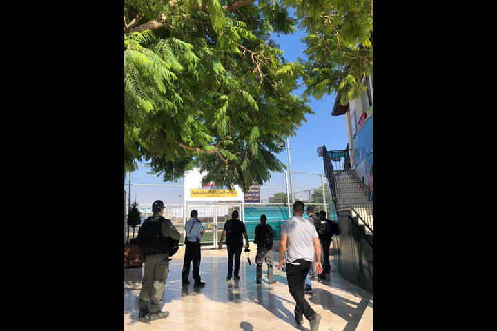 مخابرات الاحتلال تداهم ملعب برج اللقلق