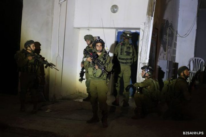 23 معتقلا في الضفة الغربية فجراً