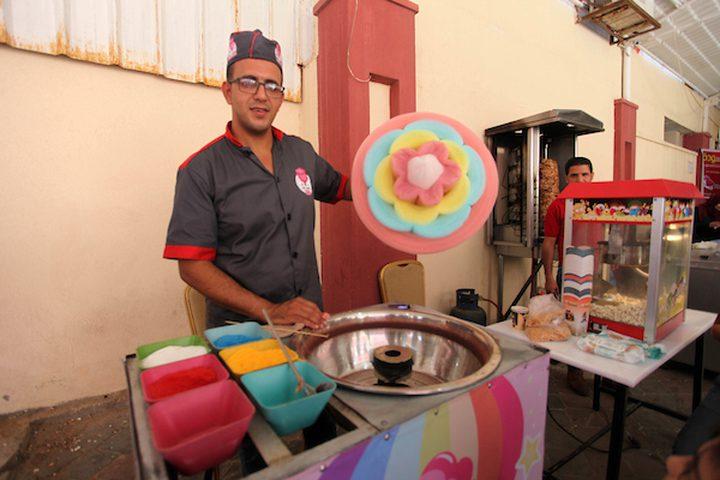 حلوى غزل البنات على الطريقة الصينية في غزة