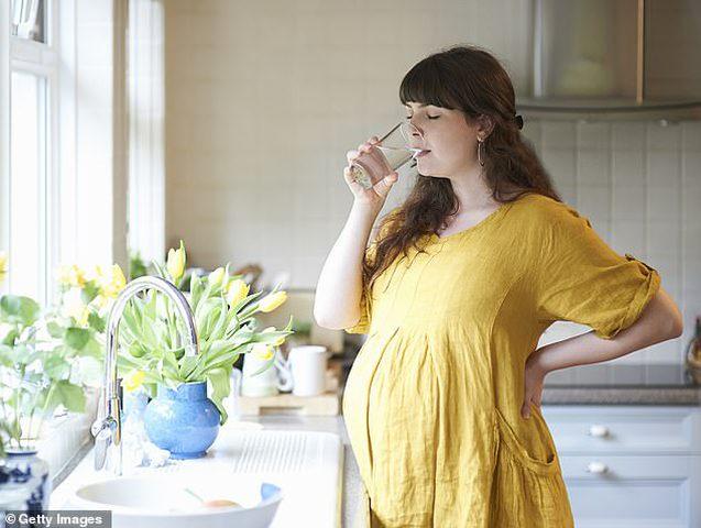 شرب الأم مياه معالجة بالفلورايد يقلل من ذكاء الطفل