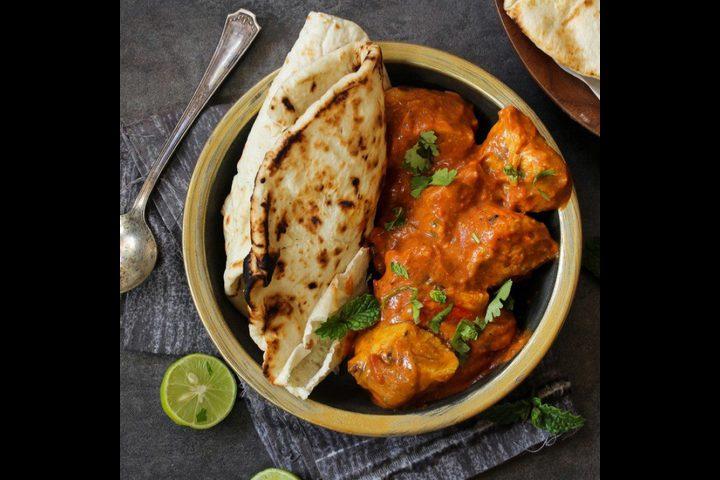 كاري دجاج هندي مع خبز النان