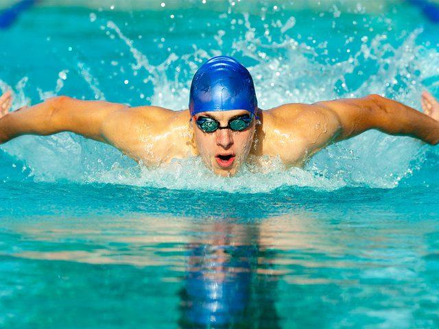هل تساعد رياضة السباحة في إنقاص الوزن الزائد ؟