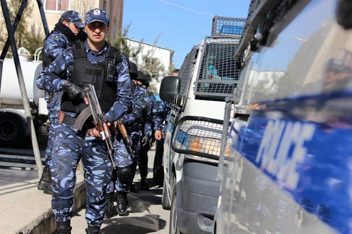 الشرطة تقبض على شخص صادر بحقه أوامر حبس بقضايا مالية