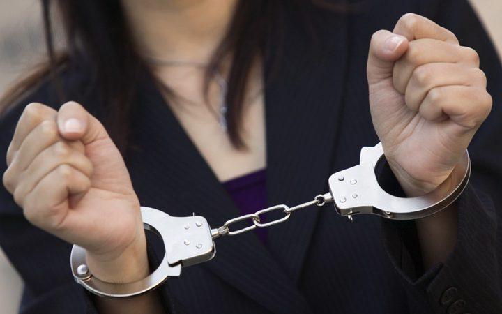 القبض على سيدة من نابلس صادر بحقها أمر حبس بقيمة مليون شيقل