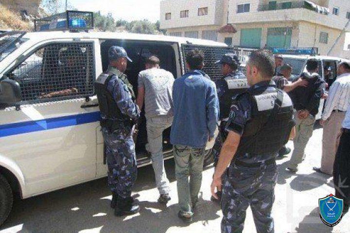 الشرطة تقبض على شخصين من تجار المخدرات شرق نابلس