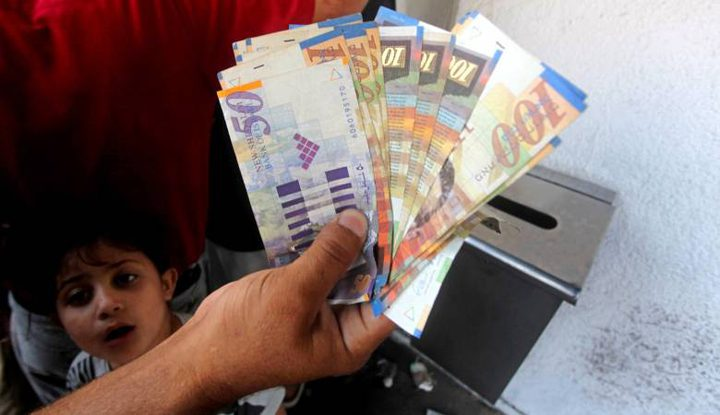 الحكومة: رواتب الموظفين العموميين ستصرف بنسبة 110%