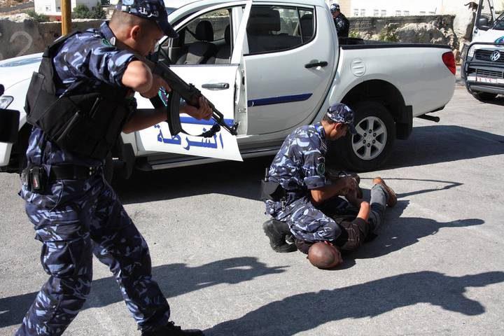 الشرطة تقبض على 3 أشخاص مشتبه بهم بدهس شرطيين في رام الله