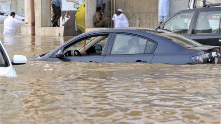 أمطار غزيرة وبرَد في عز الصيف بدولة الامارات
