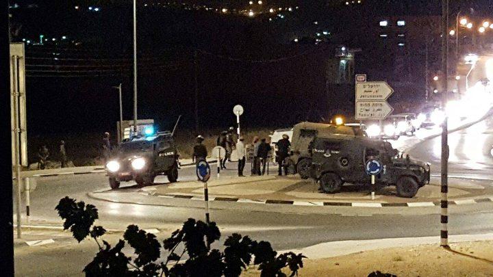 """مستوطنون يهاجمون مركبات المواطنين بالقرب من مفرق """"يتسهار"""""""