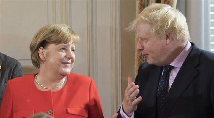 من جديد.. ميركل تستقبل رئيس وزراء بريطانيا جالسة على كرسي