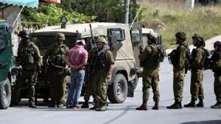 الاحتلال يعتقل مواطناً من مخيم العروب شمال الخليل