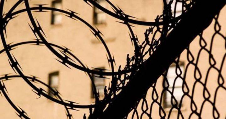 الاحتلال يصعد من إجراءاته القمعية بحق الأسرى المضربين