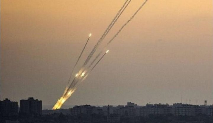 الاحتلال يزعم: إطلاق صاروخين من غزة وصافرات الانذار تدوي