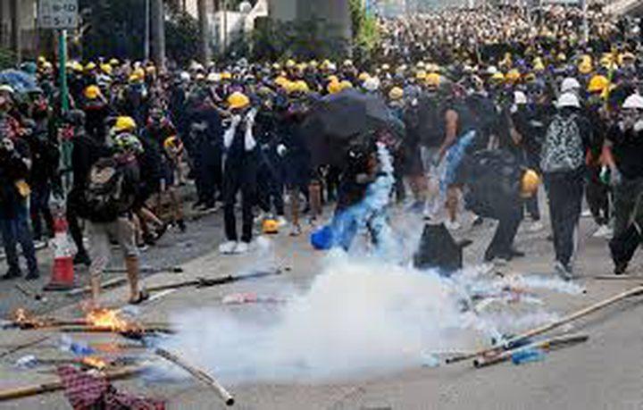 هونغ كونغ: اعتقال 29 شخصا بعد اشتباكات حادة