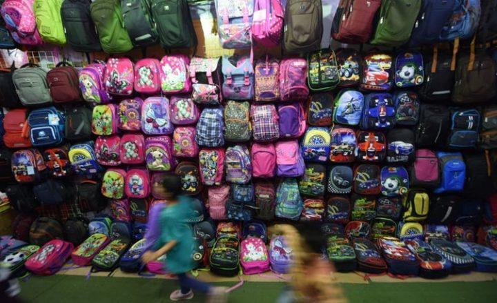 حملة لتوزيع 2500 حقيبة مدرسية على مدارس وكالة الغوث في جنين