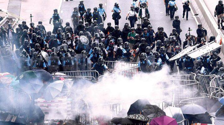 هونغ كونغ.. الشرطة تطلق النار على المتظاهرين