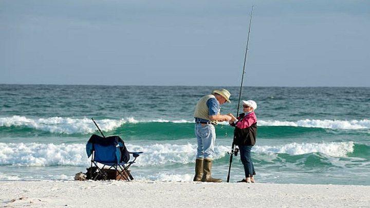 زوجان يصطادان أغرب سمكة