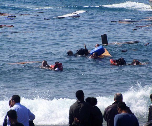 5 قتلى وعشرات المفقودين جراء غرق قارب قبالة سواحل طرابلس