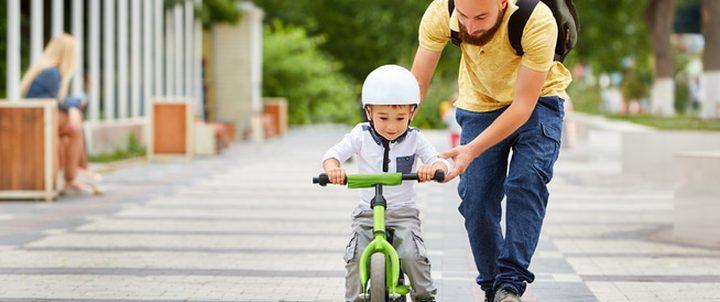 كيف تعلمين طفلك ركوب الدراجة؟